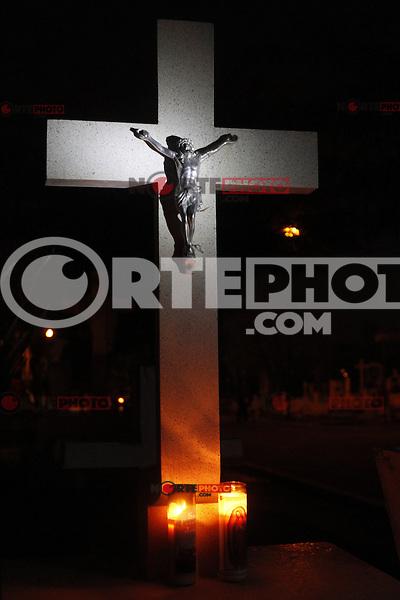 Noche previa al Dia de muertos en el Panteón municipal