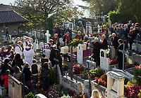 Italien, Suedtirol, bei Meran, Dorf Tirol: Friedhof, Beerdigung   Italy, South Tyrol, Alto Adige, near Merano, Tirolo: graveyard, funeral