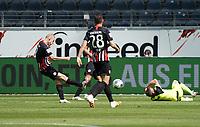 Sebastian Rode (Eintracht Frankfurt) zieht ab zum Tor zum 1:0, Goal<br /> - 27.06.2020: Fussball Bundesliga, Saison 19/20, Spieltag 34, Eintracht Frankfurt vs. SC Paderborn 07, emonline, emspor, Namen v.l.n.r. <br /> <br /> Foto: Marc Schueler/Sportpics.de/Pool <br /> Nur für journalistische Zwecke. Only for editorial use. (DFL/DFB REGULATIONS PROHIBIT ANY USE OF PHOTOGRAPHS as IMAGE SEQUENCES and/or QUASI-VIDEO)