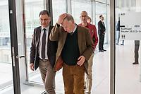 Mitglieder der Fraktion der rechtsnationalistischen &quot;Alternative fuer Deutschland&quot; vor der Fraktionssitzung am Dienstag den 17. April 2018.<br /> Im Bild vlnr.: Juergen Braun, Parlamentarischer Geschaeftsfuehrer; Alexander Gauland, Partei- und Fraktionsvorsitzender; Hansjoerg Mueller, Parlamentarischer Geschaeftsfuehrer.<br /> 17.4.2018, Berlin<br /> Copyright: Christian-Ditsch.de<br /> [Inhaltsveraendernde Manipulation des Fotos nur nach ausdruecklicher Genehmigung des Fotografen. Vereinbarungen ueber Abtretung von Persoenlichkeitsrechten/Model Release der abgebildeten Person/Personen liegen nicht vor. NO MODEL RELEASE! Nur fuer Redaktionelle Zwecke. Don't publish without copyright Christian-Ditsch.de, Veroeffentlichung nur mit Fotografennennung, sowie gegen Honorar, MwSt. und Beleg. Konto: I N G - D i B a, IBAN DE58500105175400192269, BIC INGDDEFFXXX, Kontakt: post@christian-ditsch.de<br /> Bei der Bearbeitung der Dateiinformationen darf die Urheberkennzeichnung in den EXIF- und  IPTC-Daten nicht entfernt werden, diese sind in digitalen Medien nach &sect;95c UrhG rechtlich geschuetzt. Der Urhebervermerk wird gemaess &sect;13 UrhG verlangt.]