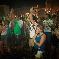 Tifosi itaiani in piazza Duomo durante la finale Italia Spagna dei campionati europei calcio 2012..Italian fans in Duomo square in Milan, during the final match Italia Spagna of the european soccer championship 2012