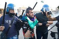 Un manifestante arrestato dalla polizia..A demonstrator arrested by police.