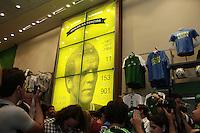 FOTO EMBARGADA PARA VEICULOS INTERNACIONAIS. - SAO PAULO, 05 DE FEVEREIRO, 2013  - INAUGURAÇÃO ACADEMIA STORE - PALMEIRAS - O Presidente do Palmeiras Paulo Nobre e o diretor de franquias da Meltex, Gaston Krause, recebem convidados, torcedores palmeirenses e imprensa  para a inauguração da primeira loja oficial da rede Academia Store, na noite dessa terça-feira (05),  na rua Augusta 2078, região dos Jardins na capital paulista .  A Academia Store, estará aberta para o público a partir do dia 07/02 - FOTO: LOLA OLIVEIRA - BRAZIL PHOTO PRESS