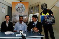 ATENÇÃO EDITOR: FOTO EMBARGADA PARA VEÍCULOS INTERNACIONAIS. SAO PAULO, 10 DE SETEMBRO DE 2012.ELEICAO SAO PAULO 2012 - CELSO RUSSOMANNO.O candidato do PRB a prefeitura de São Paulo, Celso Russomanno, durante visita ao Sindicato dos Mensageiros, Motociclistas, Ciclistas e Mototaxistas do Estado de Sao Paulo, SINDIMOTOSP, localizado no bairro do Campo Belo, na zona sul da capital paulista, na tarde desta segunda feira. Durante o encontro, o candidato apresentou propostas para a categoria.  FOTO ADRIANA SPACA / BRAZIL PHOTO PRESS