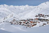 """Europe/France/Rhone-Alpes/73/Savoie/Val-Thorens: La station et le domaine skiable vus depuis la terrasse du Chalet  """"La Marine"""" - restaurant de piste"""