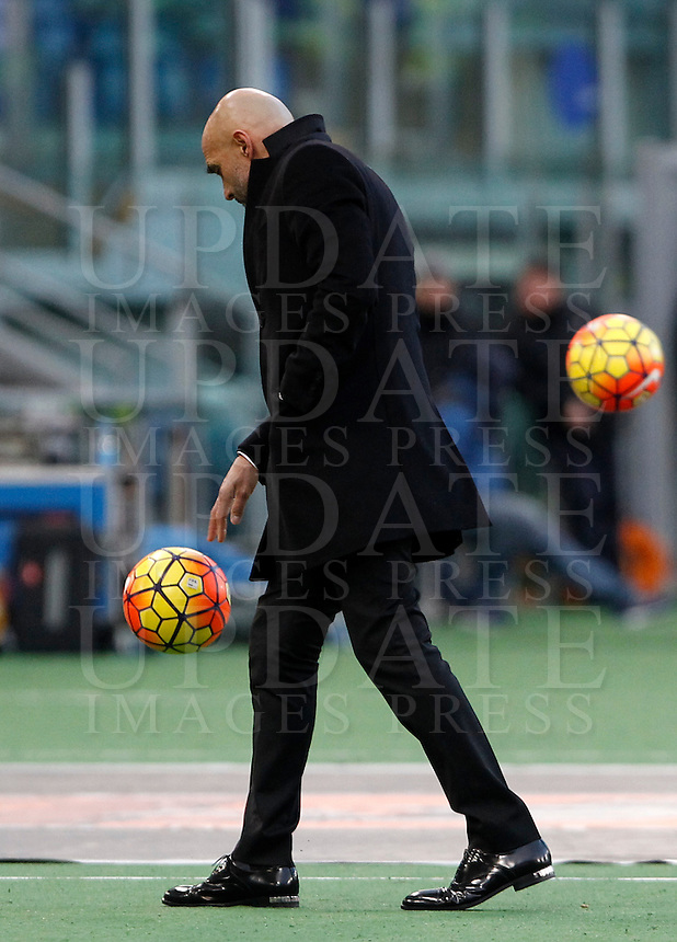 Calcio, Serie A: Roma vs Hellas Verona. Roma, stadio Olimpico, 17 gennaio 2016.<br /> Roma&rsquo;s coach Luciano Spalletti walks on the pitch during the Italian Serie A football match between Roma and Hellas Verona at Rome's Olympic stadium, 17 January 2016.<br /> UPDATE IMAGES PRESS/Isabella Bonotto