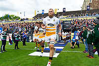 Brad Shields and the rest of the Wasps team run onto the field. Gallagher Premiership match, between Bath Rugby and Wasps on May 5, 2019 at the Recreation Ground in Bath, England. Photo by: Patrick Khachfe / Onside Images