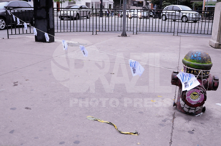 SÃO PAULO,SP,25.07.2014-ATO PÚBLICO/JARAGUÁ É GUARANI - Manifestantes fazem protesto contra a reintegração de posse na Aldeia Tekoa Pyau em frente ao Tribunal Regional Federal na Avenida Paulista,1842. Região Oeste da cidade de São Paulo nessa Sexta-Feira,25<br /> (Foto:Kevin David/Brazil Photo Press)