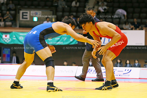 (L-R) Daisuke Shimada, Sosuke Takatani (JPN), JUNE 15, 2013 - Wrestling : All Japan Invitational Wrestling Championship, Men's Free Style -74kg Final at Yoyogi 2nd Gymnasium, Tokyo, Japan. (Photo by AFLO SPORT)