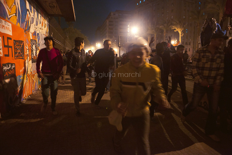 EGYPT / Cairo / 24.11.2012 / Protesters run in Kasr Al Ainy Street after Central Security Forces (CSF) have thrown tear gas. Protesters have gathered against president Morsi's decree.<br /> <br /> © Giulia Marchi