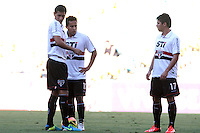 RIO DE JANEIRO, RJ, 01.09.2013 -  Paulo Henrique Ganso, Jadson e Osvaldo durante a partida contra o Botafogo pela décima sétima rodada do Campeonato Brasileiro no Estádio do Maracanã neste domingo. (Foto. Néstor J. Beremblum / Brazil Photo Press).