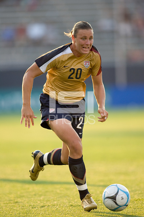 Abby Wambach (United States, gold) races upfield. The United States defeated Norway, 1-0, in Rentschler Stadium, July 14, 2007.