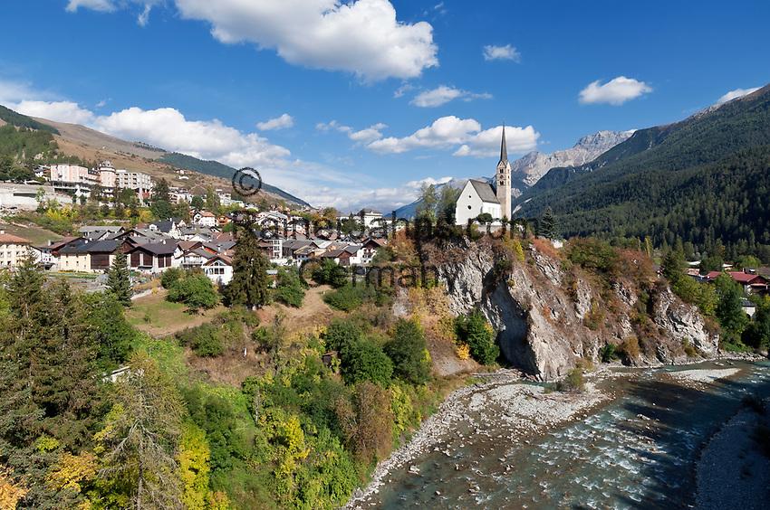 Schweiz, Graubuenden, Unterengadin, Bad Scuol am Fluss En (Inn) mit protestantischer Kirche | Switzerland, Graubuenden, Lower Engadin, Scuol at river En (Inn)