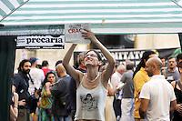 """Roma, 19 Giugno 2011.Piazza Montecitorio.Presidio permanente dei """"precari indignati"""" davanti il palazzo del Parlamento..Il presidio a cui partecipano precari della scuola, del pubblico impiego e del privato ci sarà fino a mercoledì 22 quando verrà votata la fiducia al governo..Rome, 19 June 2011.Piazza Montecitorio.Permanent sit-in of """"precarious indignant"""" in front of the Parliament building."""