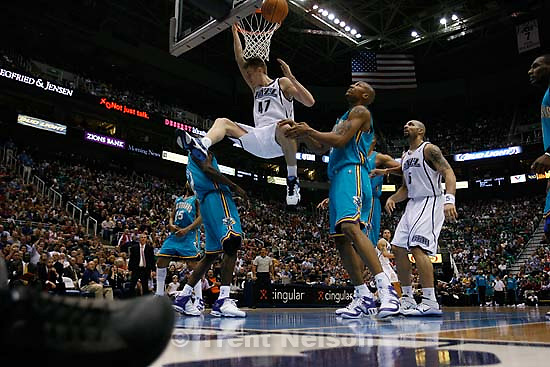 Andrei Kirilenko (dunk sequence). Utah Jazz vs. New Orleans/Oklahoma City Hornets NBA Basketball.<br />