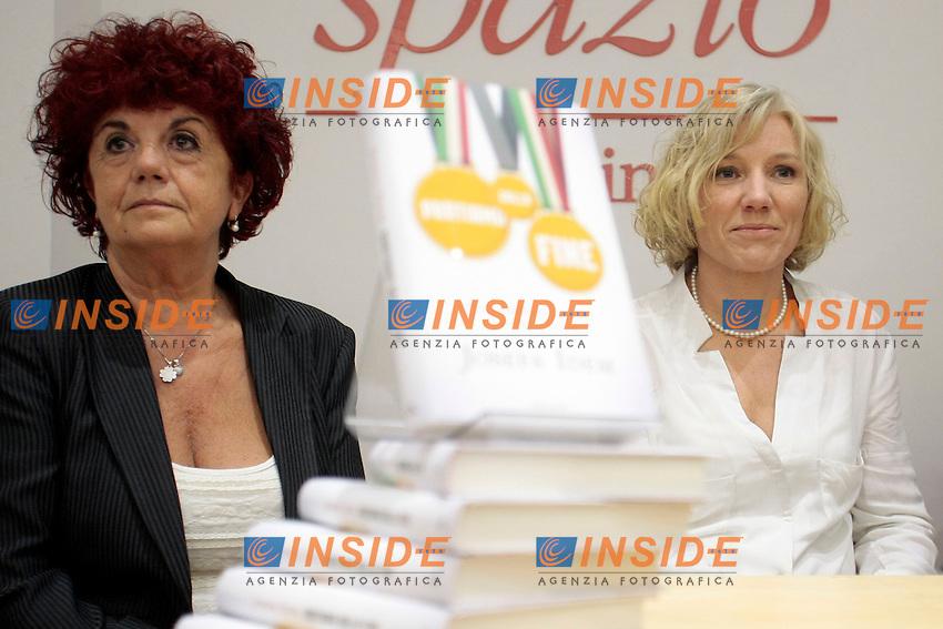 Valeria Fedeli e Josefa Idem <br /> Roma 06-11-2013 Libreria Feltrinelli. Presentazione del libro di Josefa Idem dal titolo Partiamo dalla fine.<br /> Photo Samantha Zucchi Insidefoto