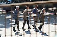 TERAMO 30-05-2012: PROCESSO PER IL DELITTO MELANIA REA CHE VEDE COME UNICO IMPUTATO IL MARITO SALVATORE PAROLISI. UDIENZA DAVANTI AL GUP DEI MACEDONI E CONFRONTO TRA I DUE ADDESTRATORI DEI CANI MOLECOLARI. NELLA FOTO  L'ARRIVO DELL'AVVOCATO DEI REA, MAURO GIONNI, INSIEME AI FAMIGLIARI  SCORTATI DAL DIDIETRO DEL TRIBUNALE DALLA POLIZIA DILORETO ADAMO