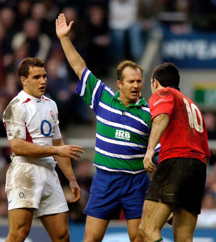 Photo: Richard Lane..England  v Wales. RBS Six Nations Championship. 20/03/2004..Referee Andrew Cole has a word with Stephen Jones.