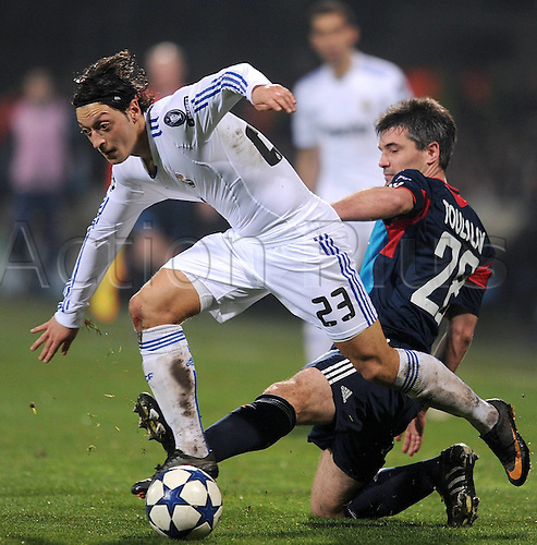 22.02.2011 Real Madrid will be favourites to progress to the Champions League quarter-finals for the first time in seven years after a 1-1 draw at the Stade de Gerland in Lyon. Picture shows Mesut Oezil left Real Madrid against Jeremy Toulalan right Lyon