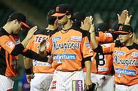 Jerry Owens y Luis Borguez festejan triunfo de naranjeros , durante el juego a beisbol de Naranjeros vs Cañeros durante la primera serie de la Liga Mexicana del Pac