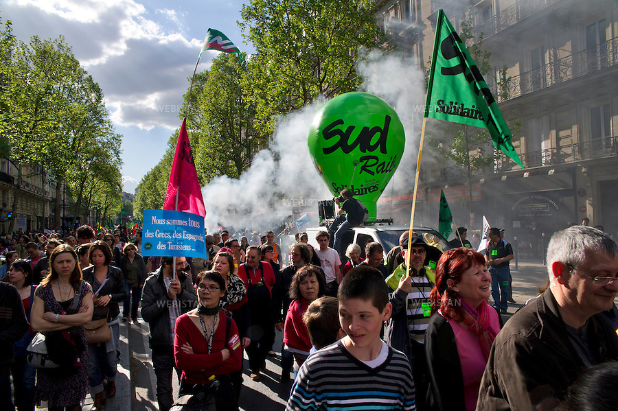 People from the french left wing of politics march during Labour Day in Paris, at the Bastille, on May 1rst, 2012. Photo by Aurore Marechal/Webistan. Manifestation des gens de gauche pendant la fête du travail à Paris, à la Bastille, le 1er mai 2012. Photo par Aurore Marechal/Webistan.