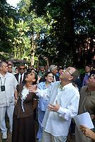 O secretário geral da ONU Ban Ki Moon, e a ministra Marina Silva se surpreendem com a tamanho de uma Samaumeira considerada uma das mais altas árvores amazônicas. . durante sua visita ao museu Emílio Goeldi em Belém.<br /> Belém Pará Brasil<br /> 13/11/2007<br /> Foto Paulo Santos/Interfoto