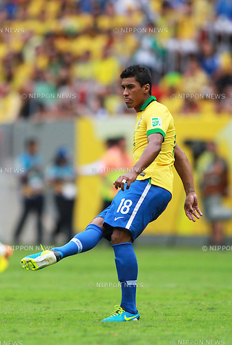 Paulinho (BRA),<br /> JUNE 15, 2013 - Football / Soccer :<br /> FIFA Confederations Cup Brazil 2013 Group A match between Brazil 3-0 Japan at Estadio Nacional in Brasilia, Brazil. (Photo by Shin-ichiro Kaneko/AFLO)