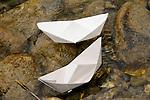 Papierschiffchen, Spielzeug, paper boat, toys
