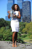 Serena Williams (USA) a Central Park posa con il trofeo vinto agli Us Open di Tennis 2012.New York 10/9/2012.Foto Insidefoto / Virginie Bouyer / Tennismag / Panoramic.ITALY ONLY.