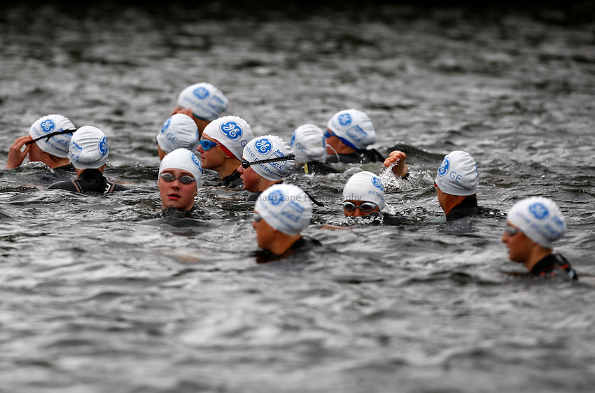 Photo: Richard Lane/Richard Lane Photography. GE Parc Bryn Bach Triathlon. 19/09/2010. Swimming start during the Elite Womens' race.