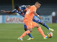 BOGOTÁ -COLOMBIA, 19-07-2014. Alex Diaz (Izq.) jugador de Millonarios disputa el balón con Andres Tello (Der.) jugador de Envigado FC durante partido por la fecha 1 de la Liga Postobón II 2014 jugado en el estadio Nemesio Camacho el Campín de la ciudad de Bogotá./ Alex Diaz (L) player of Millonarios fights for the ball with Andres Tello (R) player of Envigado FC during the match for the first date of the Postobon League II 2014 played at Nemesio Camacho El Campin stadium in Bogotá city. Photo: VizzorImage/ Gabriel Aponte / Staff