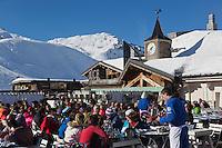 Europe/France/73/Savoie/Val d'Isère:  A la Terrasse du restaurant: La Fruitière  à l'arrivée de la télécabine de la Daille,