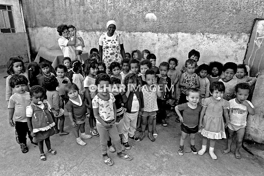 Crianças em creche na favela de Vila Prudente. São Paulo. 1978. Foto de Juca Martins.