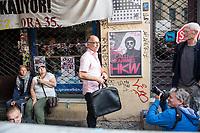 """Am Mittwoch den 14. August 2019 lies die Immobilienfirma """"Bauwerk"""" den Spaetkauf """"Ora 35"""" in Berlin-Kreuzberg per Gerichtsvollzieher raeumen. Die Immobilienfirma hatte den Betreibern gekuendigt und verlangte fuer einen neuen Mietvertrag eine Ladenmiete, die fuer die Familie nicht bezahlbar war. Mit einem umstrittenen Gerichtsbeschluss setzte Bauwerk letztendlich die Zwangsraeumung durch.<br /> Die Familie Tunc betrieb das Geschaeft seit 20 Jahren in der Oranienstrasse 35.<br /> Anwohner und umliegende Geschaeftsinhaber protestierten gegen die Zwangsraeumung.<br /> Im Bild: Der Gerichtsvollzieher nach der Schluesseluebergabe.<br /> 14.8.2019, Berlin<br /> Copyright: Christian-Ditsch.de<br /> [Inhaltsveraendernde Manipulation des Fotos nur nach ausdruecklicher Genehmigung des Fotografen. Vereinbarungen ueber Abtretung von Persoenlichkeitsrechten/Model Release der abgebildeten Person/Personen liegen nicht vor. NO MODEL RELEASE! Nur fuer Redaktionelle Zwecke. Don't publish without copyright Christian-Ditsch.de, Veroeffentlichung nur mit Fotografennennung, sowie gegen Honorar, MwSt. und Beleg. Konto: I N G - D i B a, IBAN DE58500105175400192269, BIC INGDDEFFXXX, Kontakt: post@christian-ditsch.de<br /> Bei der Bearbeitung der Dateiinformationen darf die Urheberkennzeichnung in den EXIF- und  IPTC-Daten nicht entfernt werden, diese sind in digitalen Medien nach §95c UrhG rechtlich geschuetzt. Der Urhebervermerk wird gemaess §13 UrhG verlangt.]"""