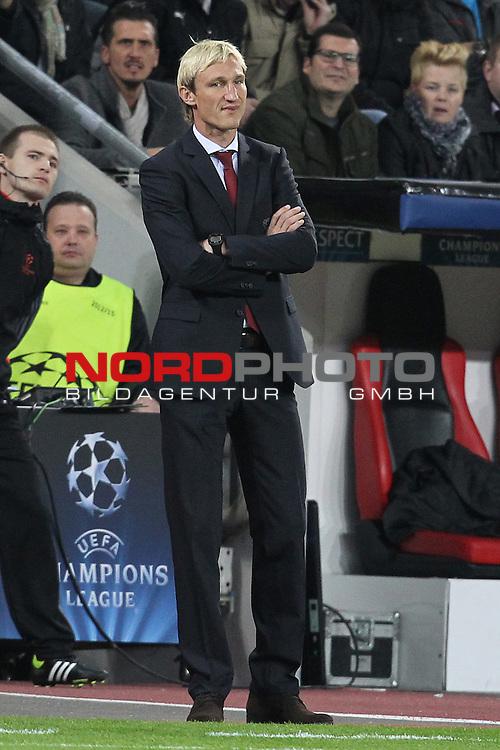 02.10.2013, BayArena, Leverkusen, GER, CL, Bayer Leverkusen vs Real Sociedad, im Bild<br /> <br /> Sami Hyypi&auml; (Trainer Leverkusen)<br /> <br /> Foto &copy; nph / Mueller