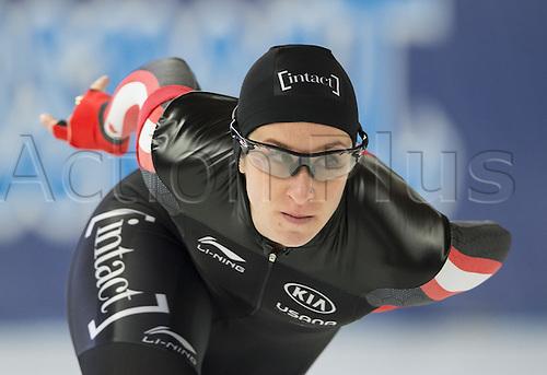 05.03.2016. Berlin, Germany. Ivanie Blondin of Canada starts her 3000m race against Sablikova of the Czech Republic, at the ISU World Allround Speed Skating Championships in Berlin.