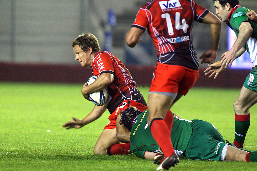 Photo: Iconsport/Richard Lane Photography. Toulon v Scarlets. Amlin Challenge Cup Quarter Final. 11/04/2010. Toulon's Jonny Wilkinson is tackled.
