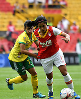 BOGOTA - COLOMBIA - 26-02-2017: Lisseth Moreno (Der.) jugadora de Independiente Santa Fe disputa el balón con Karla Torres (Izq.) jugadora de Atletico Huila, durante partido por la fecha 2 entre Independiente Santa Fe y Atletico Huila, de la Liga Femenina Aguila 2017, en el estadio Nemesio Camacho El Campin de la ciudad de Bogota. / Lisseth Moreno (R) player of Independiente Santa Fe struggles for the ball with Karla Torres (L) player of Atletico Huila, during a match of the date 2 between Independiente Santa Fe and Atletico Huila, for the Liga Femenina Aguila 2017 at the Nemesio Camacho El Campin Stadium in Bogota city, Photo: VizzorImage / Luis Ramirez / Staff.