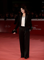 La sindaca di Roma Virginia Raggi posa sul red carpet di apertura della 12° edizione della Festa del Cinema di Roma, 26 ottobre 2017.<br /> Virginia Raggi, Major of Rome, poses on the 12th Rome Film Festival opening red carpet in Rome, October 26, 2017.<br /> UPDATE IMAGES PRESS/Isabella Bonotto