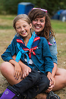 20140805 Vilda-l&auml;ger p&aring; Kragen&auml;s. Foto f&ouml;r Scoutshop.se<br /> sitter, scout, scouter, tv&aring;, ler, skrattar, l&auml;gerplats