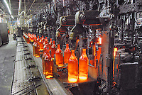 - glass industry, production of glass bottles; CoReVe, Consortium for Glass Recover..- industria vetraria, produzione di contenitori in vetro; CoReVe, Consorzio Recupero Vetro