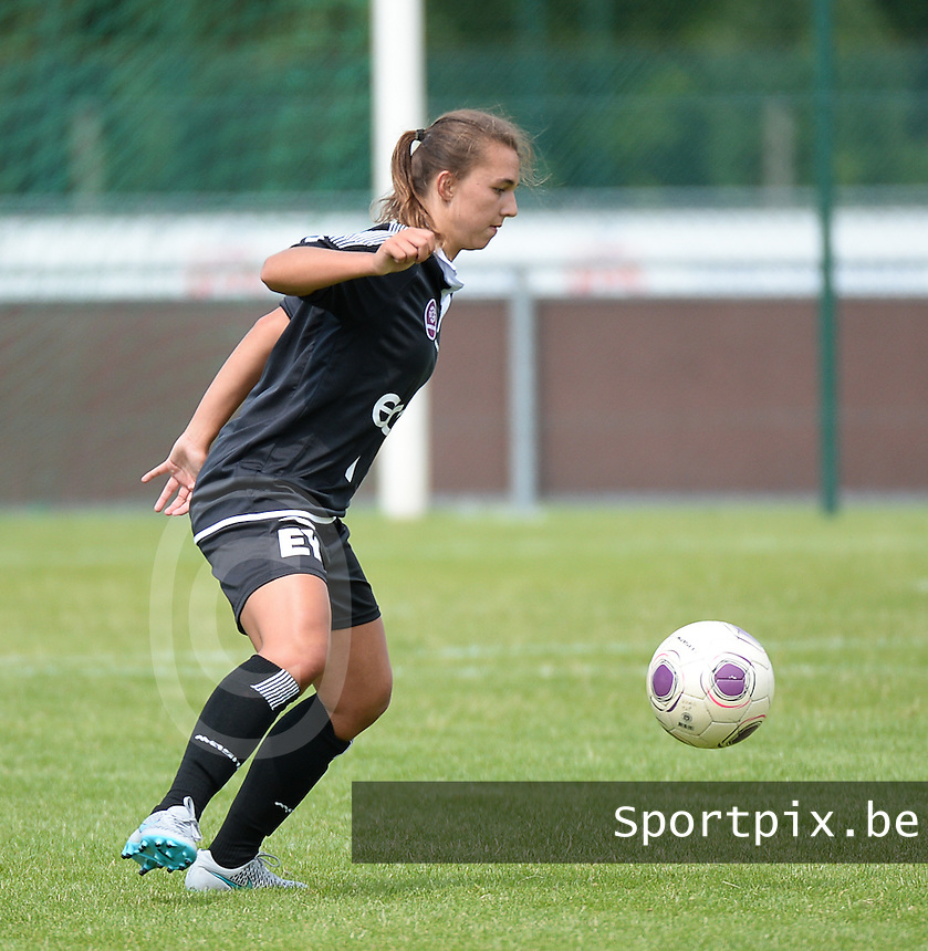 20150801 - WESTKAPELLE , BELGIUM : Gent's Jody Vangheluwe  pictured during a friendly soccer match with the women team of AA Gent Ladies , during the preparation for the 2015-2016 SUPERLEAGUE season, Saturday 1 August 2015 . PHOTO DAVID CATRY