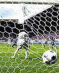 Nederland, Heerenveen, 6 mei 2012.Seizoen 2011/2012.Eredivisie.Heerenveen-Feyenoord 2-3.Elvis Manu van Feyenoord scoort de 1-3