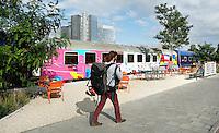 Nederland Amsterdam 2016. Train Lodge bij Station Sloterdijk. Hostel in een oude trein.Toeristen kunnen overnachten in voormalige slaaprijtuigen van de Zwitserse spoorwegen. Foto Berlinda van Dam / Hollandse Hoogte