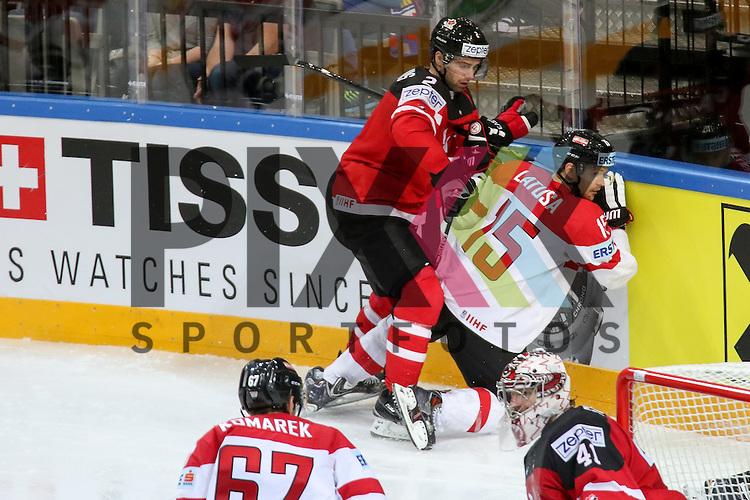 Canadas Hamhuis, Dan (Nr.2) an der Bande mit einem Check gegen Oestereichs Latusa, Manuel (Nr.15)  im Spiel IIHF WC15 Kanada vs. Oestereich.<br /> <br /> Foto &copy; P-I-X.org *** Foto ist honorarpflichtig! *** Auf Anfrage in hoeherer Qualitaet/Aufloesung. Belegexemplar erbeten. Veroeffentlichung ausschliesslich fuer journalistisch-publizistische Zwecke. For editorial use only.