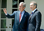 US President George W. Bush (L) welcomes British Prime Minister Tony Blair to the White House for Lunch, in Washington on May 26, 2006. (UPI Photo/Kevin Dietsch)