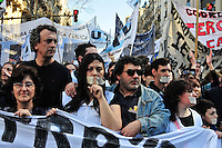 BUENOS AIRES, ARGENTINA, 31 AGOSTO 2012 -  PROTESTO PROFESSORES BUENOS AIRES - Protesto de professores em frente ao Palácio Municipal contra a suspensão de um grupo de professores que fizeram uma paródia do prefeito Mauricio Macri durante uma celebração comemorativa e a implementação de um número gratuito para relatar as atividades políticas nas escolas. Nesta sexta-feira, em Buenos Aires, capital da Argentina. (FOTO: PATRICIO MURPHY / BRAZIL PHOTO PRESS).