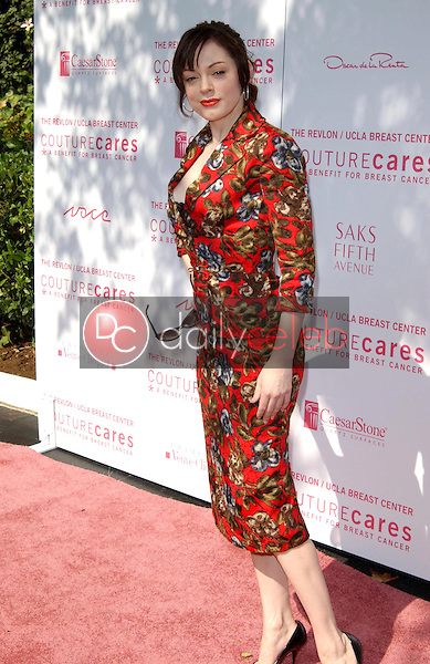 Rose McGowan<br />at the Oscar De La Renta Fashion Show and Luncheon to Benefit the Revlon/UCLA Breast Center. Private Residence, Beverly Hills, CA. 10-20-05<br />Dave Edwards/DailyCeleb.com 818-249-4998