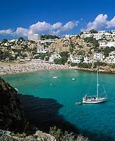 Spanien, Balearen, Menorca, Cala en Porter: Bucht, Strand und Feriensiedlung im Suedosten | Spain, Balearic Islands, Menorca, Cala en Porter: bay, beach and resort