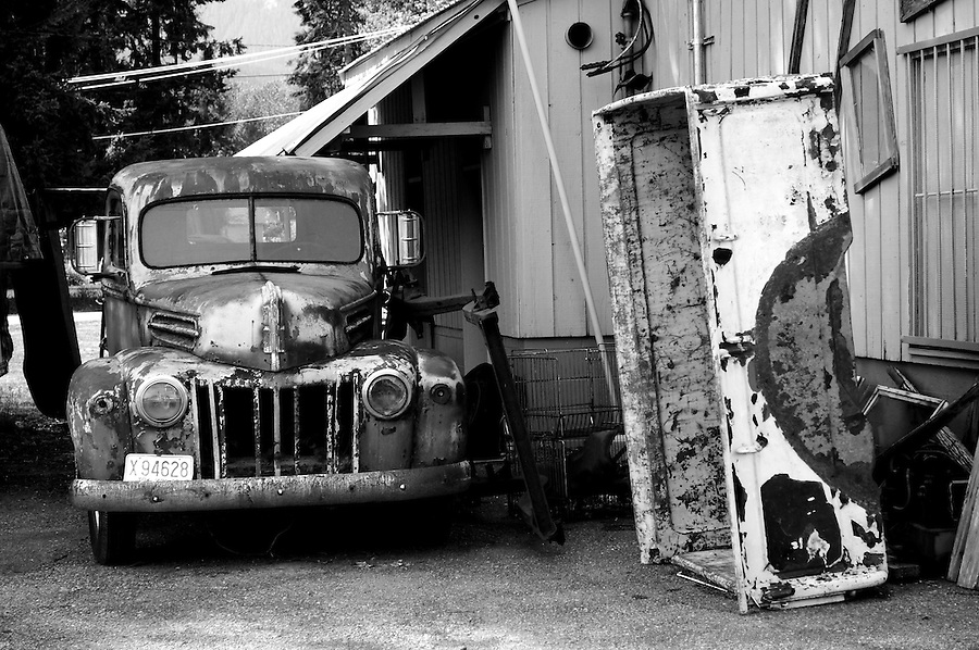 Outside The painted Door Antique shop, Packwood, Washington, USA